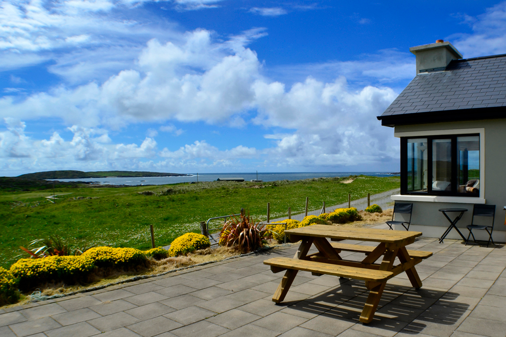Claddaghduff Beach House, Pet Friendly Holiday Home in Galway Ireland